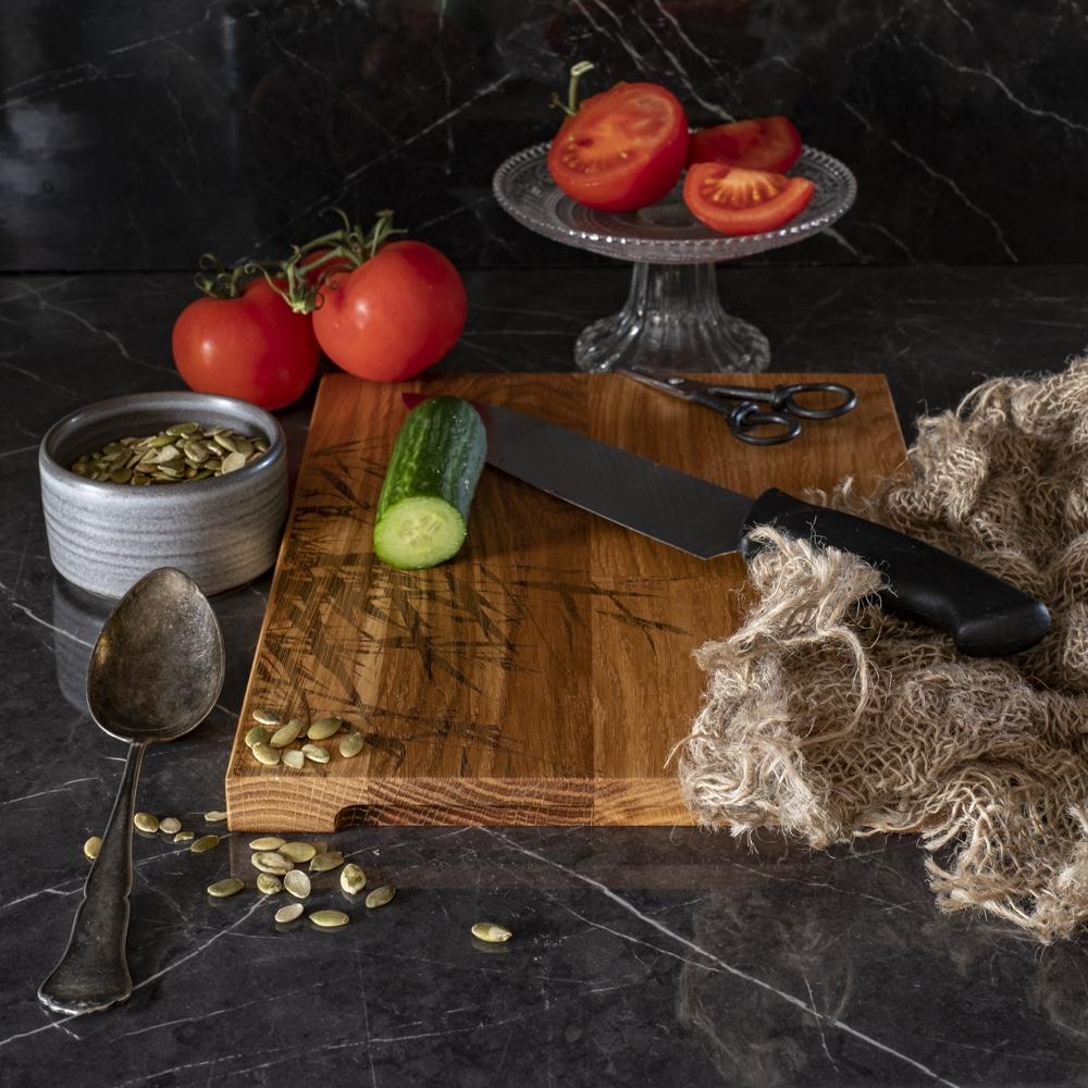 Puusepän Suomessa valmistama tyylikäs ja kestävä leikkuulauta Saaren Taika Cuisine